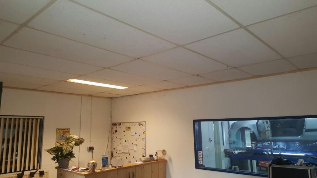 Kantoor autogarage spanplafond totaal - Decoreren van een professioneel kantoor ...